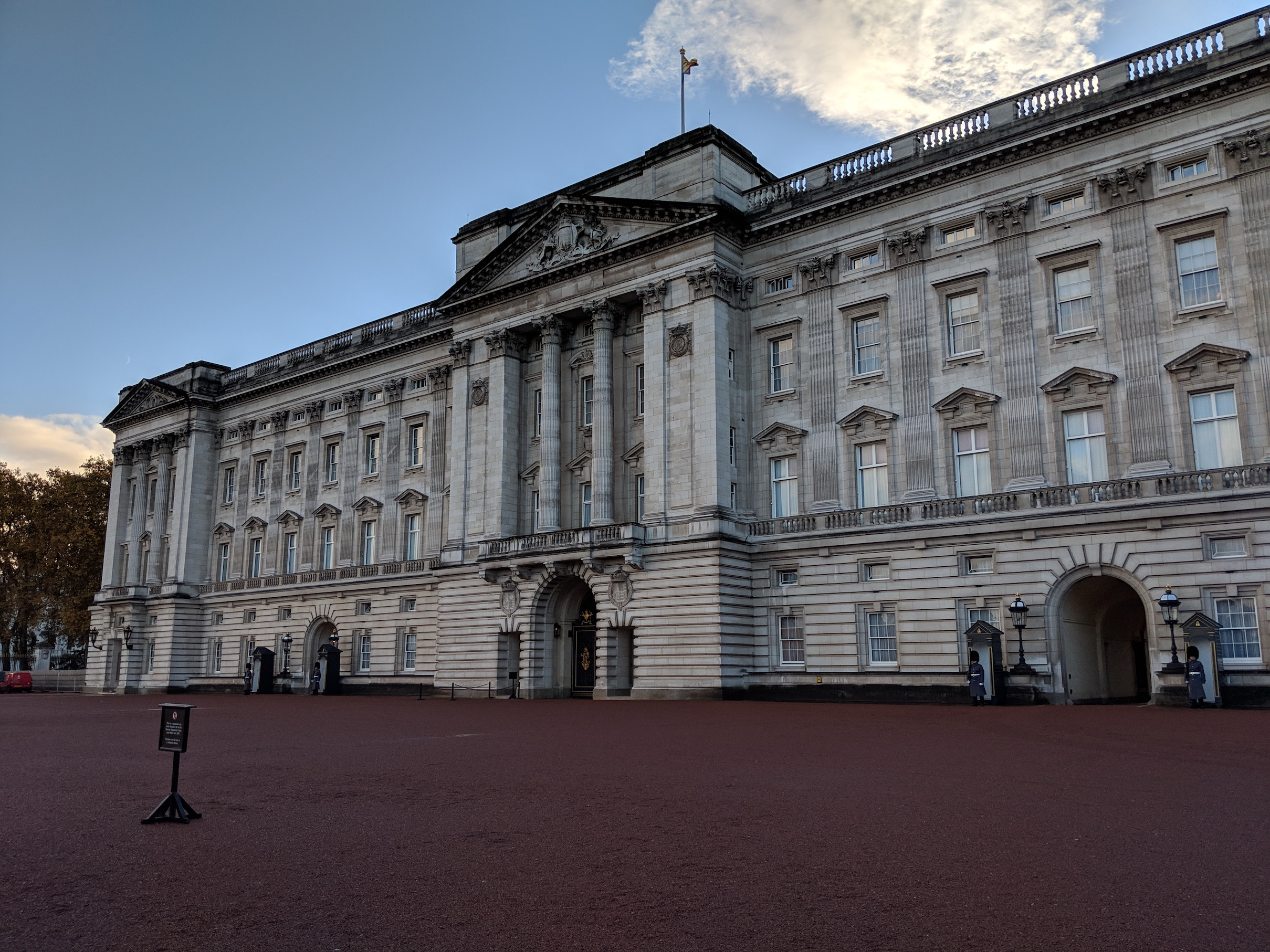 Famous facade of Buckingham Palace in London